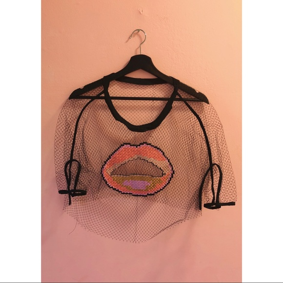 💥3 for $20💥 Vintage Lips Cropped Mesh Shirt
